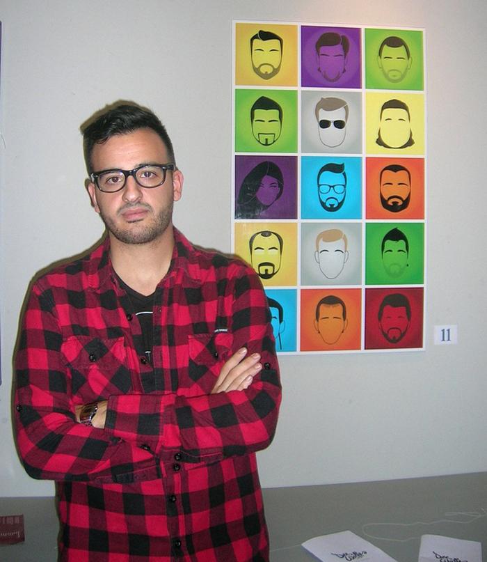 David Preciado junto a una recopilación de sus 'Dee Worthe's Portrait Series'