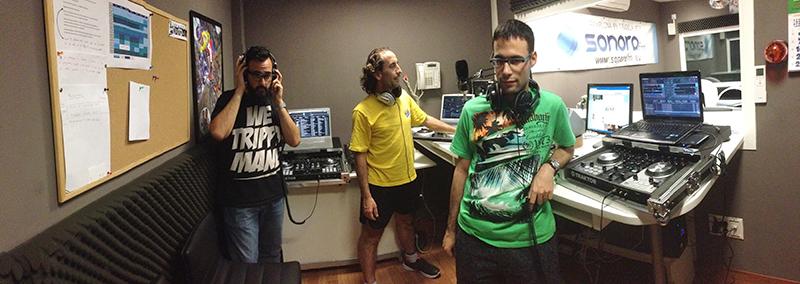 Dee Worthe, DJ Pico y Thertex en los estudios de Sonora FM 97.7